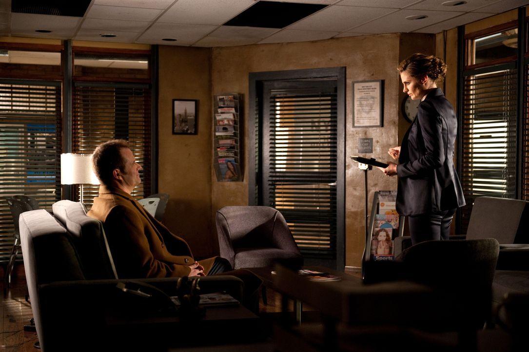 Der gewaltsame Tod von Melanie Rogers führt Beckett (Stana Katic, r.) mal wieder zu dem Mann, der für den Tod ihrer Mutter verantwortlich ist: Senat... - Bildquelle: 2013 American Broadcasting Companies, Inc. All rights reserved.