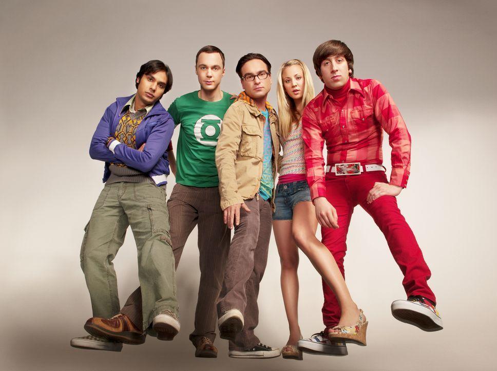 (4. Staffel) - Gute Freunde: Penny (Kaley Cuoco, 2.v.r.), Sheldon (Jim Parsons, 2.v.l.), Rajesh (Kunal Nayyar, l.), Leonard (Johnny Galecki, M.) und... - Bildquelle: Warner Bros. Television