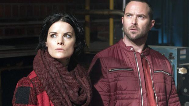 Jane (Jaimie Alexander, l.) und Weller (Sullivan Stapleton, r.) sind einer Gr...