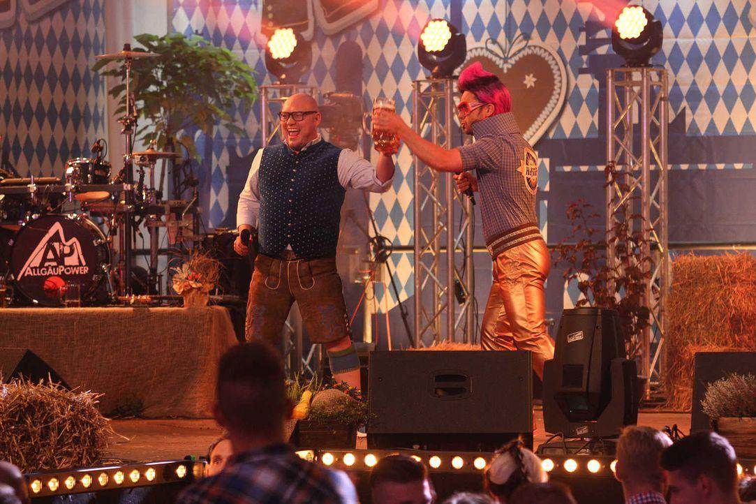 Gerade begeistert das Münchner Oktoberfest wieder Millionen Einheimische und Gäste aus aller Welt mit bajuwarischer Festzelt-Stimmung und bunter Tra... - Bildquelle: SAT.1 Gold
