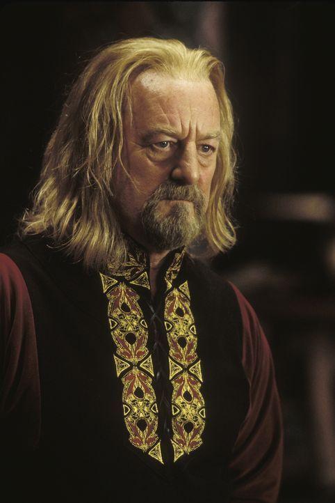 Die Gefährten stehen König Theoden (Bernard Hill) zur Seite, der sein Volk bereits vernichtet sieht ... - Bildquelle: Warner Bros.
