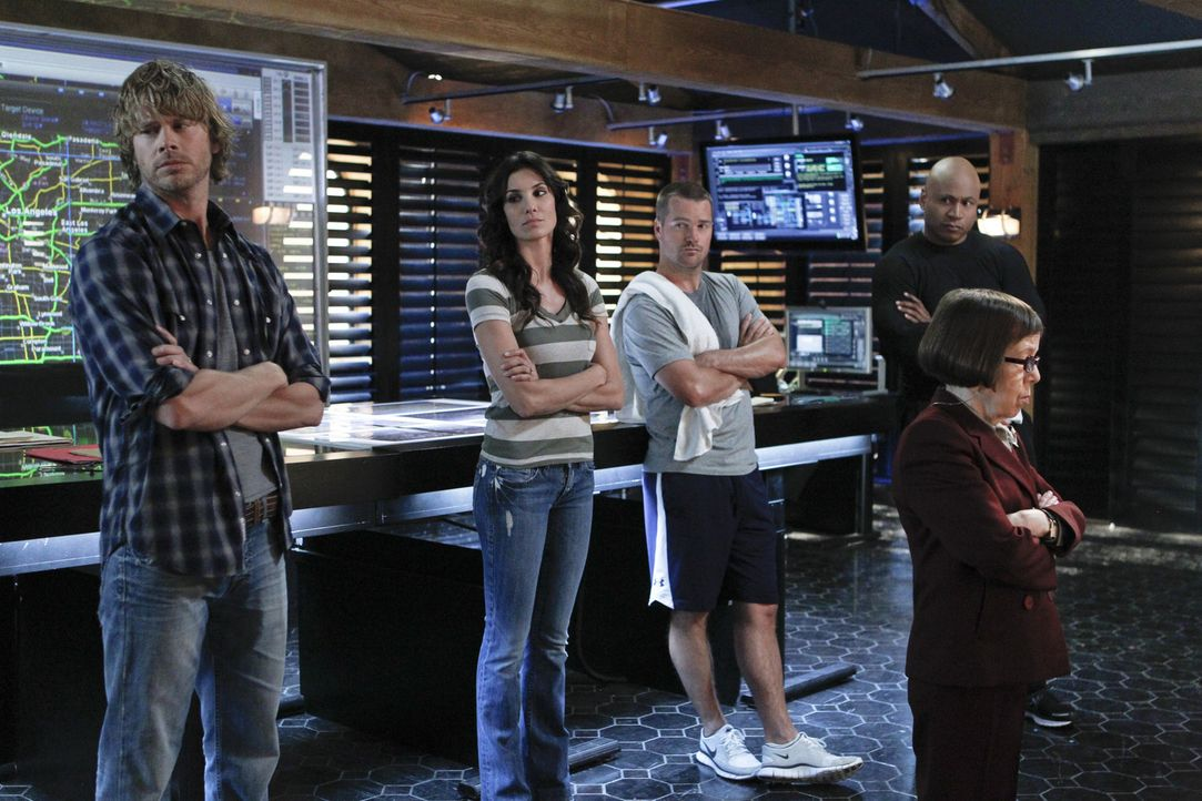 Ein neuer Fall beschäftigt das Team: Callen (Chris O'Donnell, M.), Sam (LL Cool J, 2.v.r.), Kensi (Daniela Ruah, 2.v.l.), Deeks (Eric Christian Ols... - Bildquelle: CBS Studios Inc. All Rights Reserved.