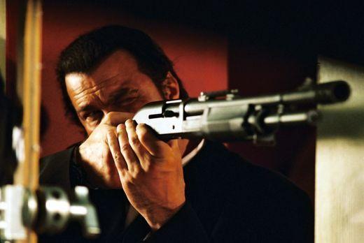 Out of Reach - Eine tödliche Hatz beginnt: Billy (Steven Seagal) ... - Bildqu...