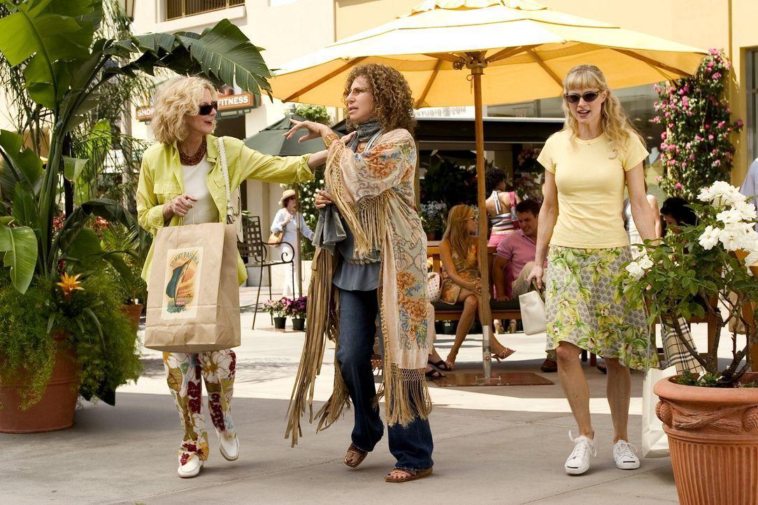 Gleich nach dem ersten Kennenlernen gibt Sextherapeutin Rozalin (Barbra Streisand, M.) der Schwiegermutter ihres Sohnes, Dina (Blythe Danner, l.), E... - Bildquelle: DreamWorks SKG