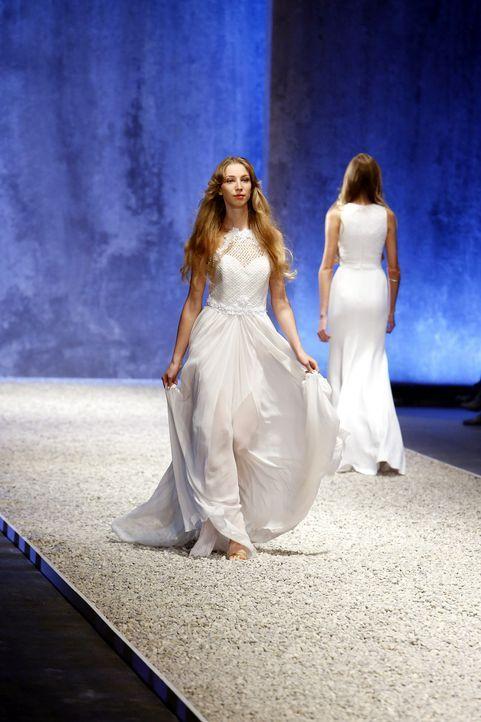 GNTM-Stf10-Epi03-Fashionshow-33-ProSieben-Richard-Huebner - Bildquelle: ProSieben/Richard Huebner