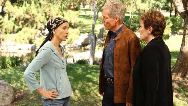 Während Susan hinter Mikes Geheimnis kommt, bekommt Lynette (Felicity Huffman...