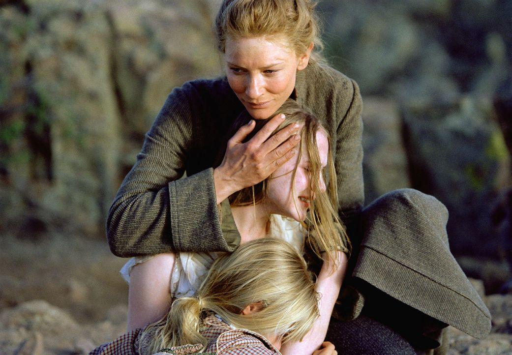 Ende gut, alles gut: Maggie (Cate Blanchett, hinten), Lilly (Evan Rachel Wood, M.) und Dot (Jenna Boyd, vorne) ... - Bildquelle: 2004 Sony Pictures Television International. All Rights Reserved.