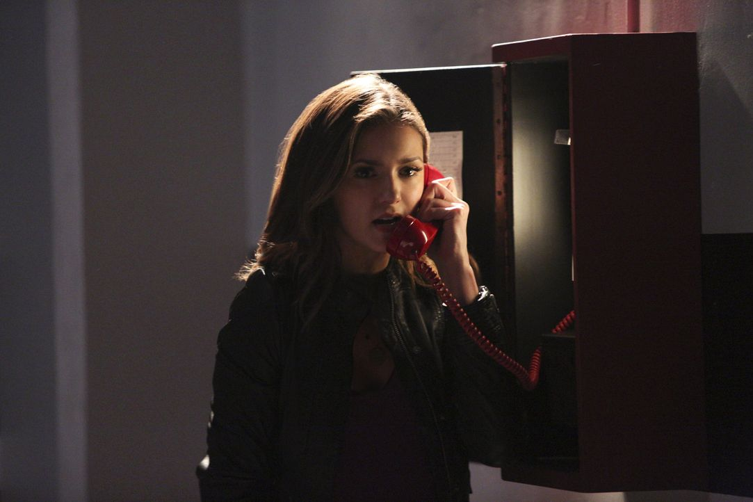 Elena braucht dringend Hilfe - Bildquelle: Warner Bros. Entertainment Inc.