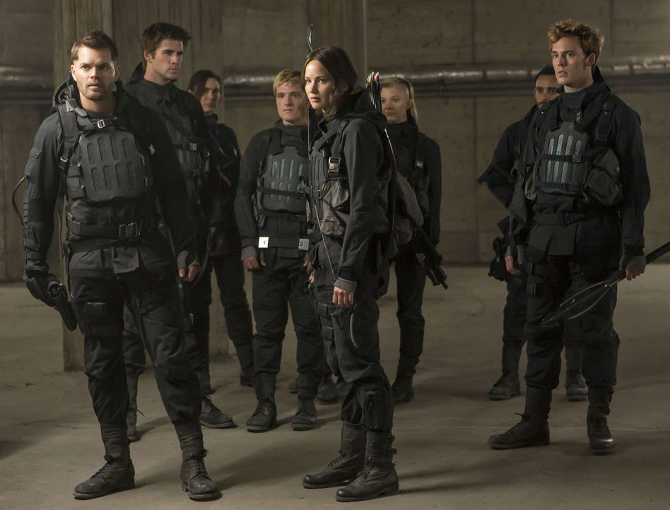 Begeben sich auf ein Himmelfahrtskommando, das nur tödlich enden kann: (v.l.n.r.) Castor (Wes Chatham), Gale Hawthorne (Liam Hemsworth), Lieutenant... - Bildquelle: Murray Close TM &   2015 Lions Gate Entertainment Inc. All rights reserved.