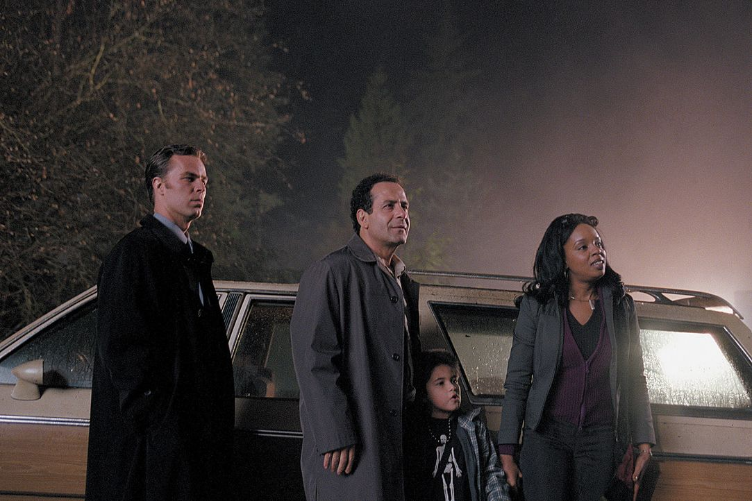 Moss (JR Bourne, l.), Arthur (Tony Shalhoub, 2.v.l.), Kathy (Shannon Elizabeth, r.) und Bobby (Alec Roberts, 2.v.r.) machen sich auf den Weg zu dem... - Bildquelle: 2003 Sony Pictures Television International. All Rights Reserved.