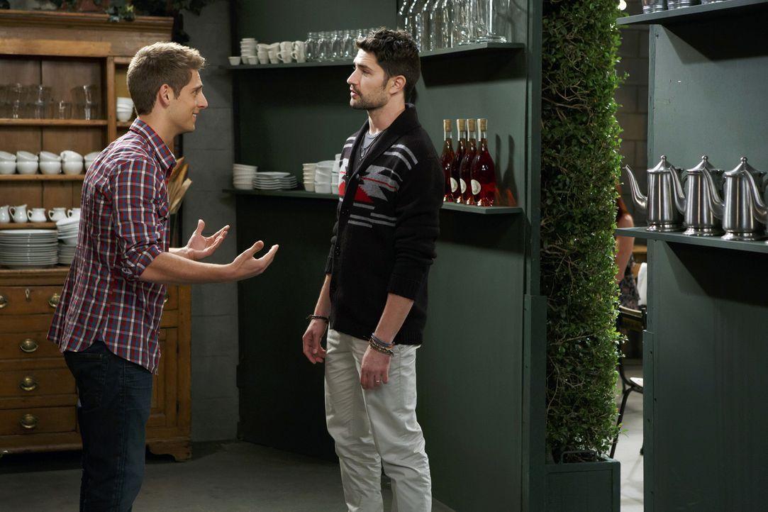 Ben (Jean-Luc Bilodeau, l.) findet heraus, dass Rileys neue Flamme Fitch (Matt Dallas, r.) ein schockierendes Geheimnis hat und er beschließt, sie z... - Bildquelle: Bruce Birmelin ABC Family