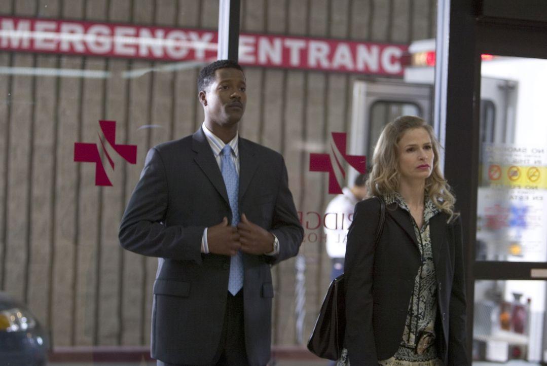 Auf der Suche nach einem gefährlichen Mörder: Gabriel (Cory Reynolds, l.) und Brenda (Kyra Sedgwick, r.) ... - Bildquelle: Warner Brothers Inc.