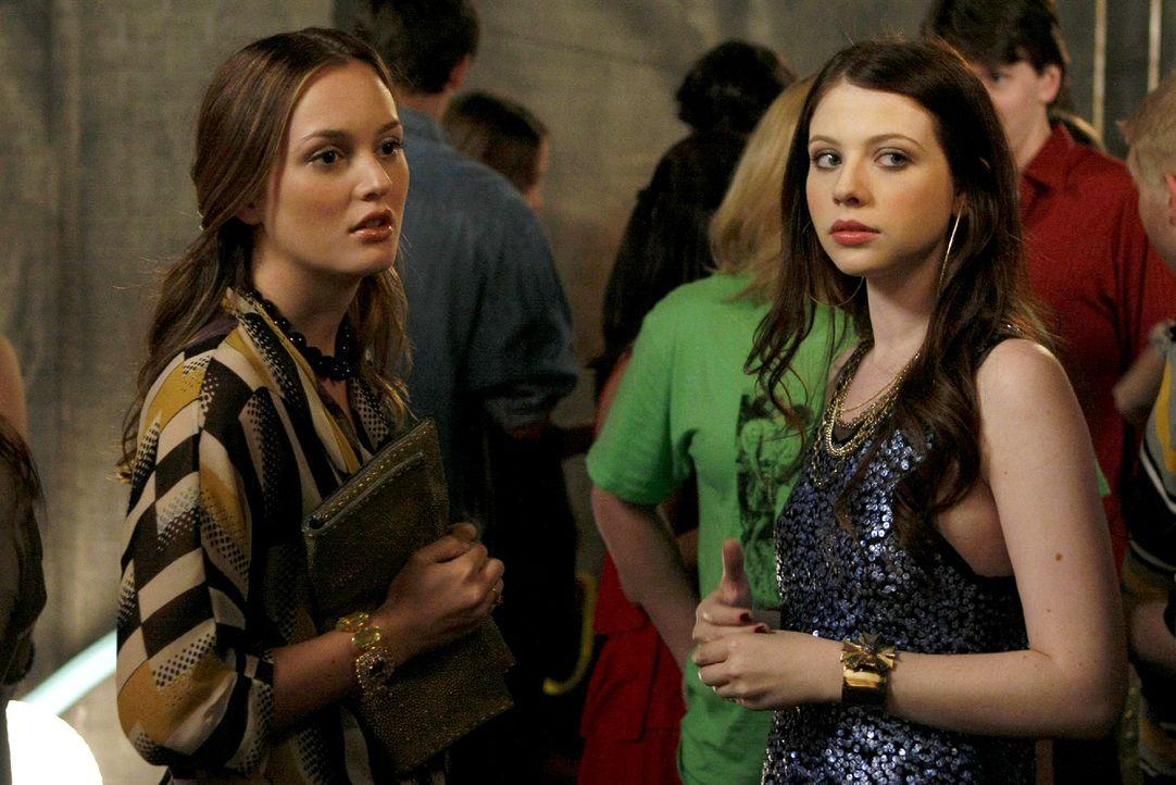 Wie du mir, so ich dir - Blair (Leighton Meester, l.) sabotiert Georginas (Michelle Trachtenberg, r.) Party, indem sie ihre ehemalige Kirchenfreunde... - Bildquelle: Warner Brothers
