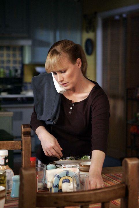 Allison (Patricia Arquette) erzählt Detective Scanlon von ihrem schrecklichen Traum, den sie vergangene Nacht hatte … - Bildquelle: Paramount Network Television