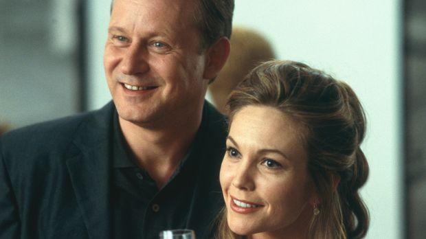 Nach dem Tod ihrer besten Freunde nehmen Erin (Diane Lane, r.) und Terry Glas...
