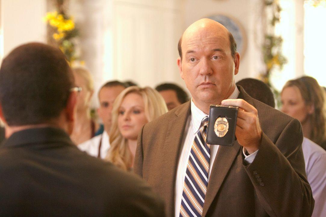 War der Tod von Walter Brown tatsächlich ein Unfall? Bud Morris (John Carroll Lynch) ermittelt ... - Bildquelle: 2011 American Broadcasting Companies, Inc. All rights reserved.