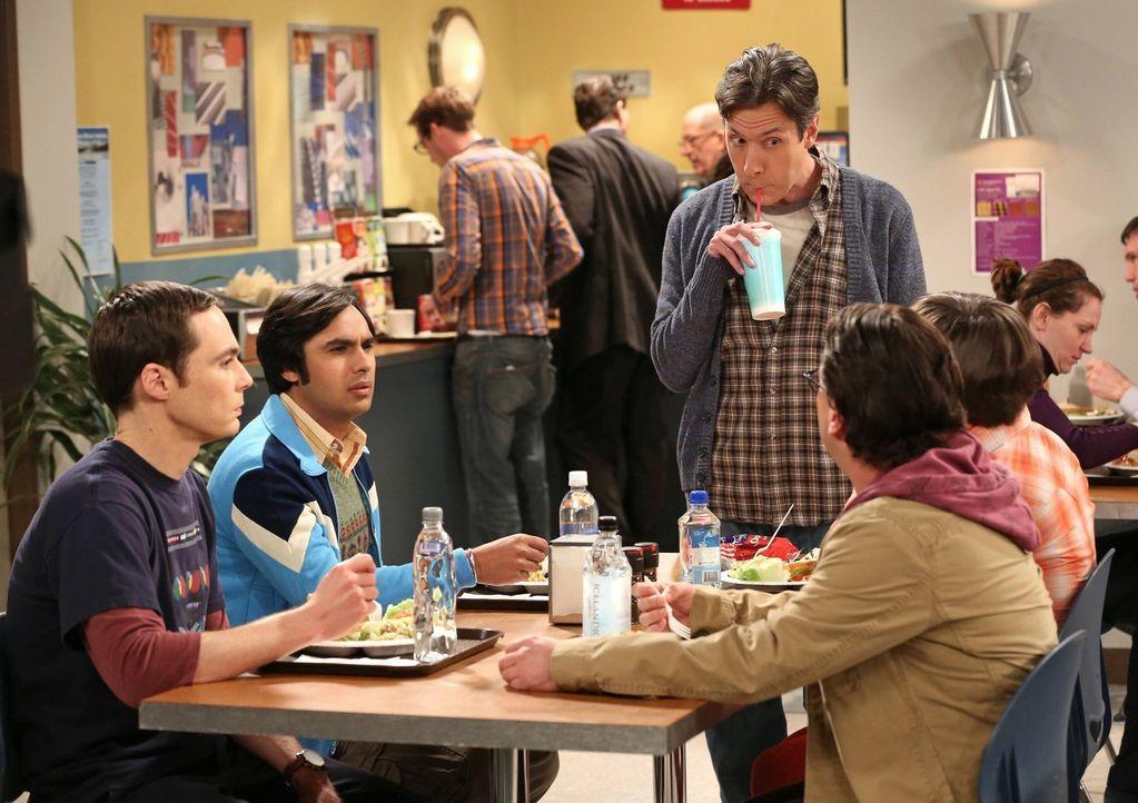 Zwischen Leonard (Johnny Galecki, 2.v.r.), Sheldon (Jim Parsons, l.), Raj (Kunal Nayyar, 2.v.l.) und Kripke (John Ross Bowie, M.) entfacht ein Wettk... - Bildquelle: Warner Bros. Television
