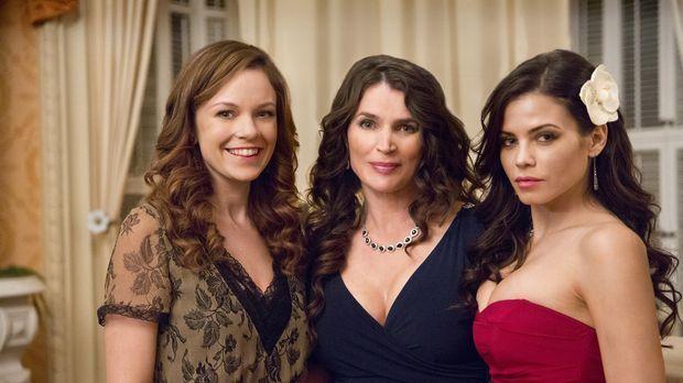 Zusammen mit ihren beiden Töchtern Ingrid (Rachel Boston, l.) und Freya (Jenn...