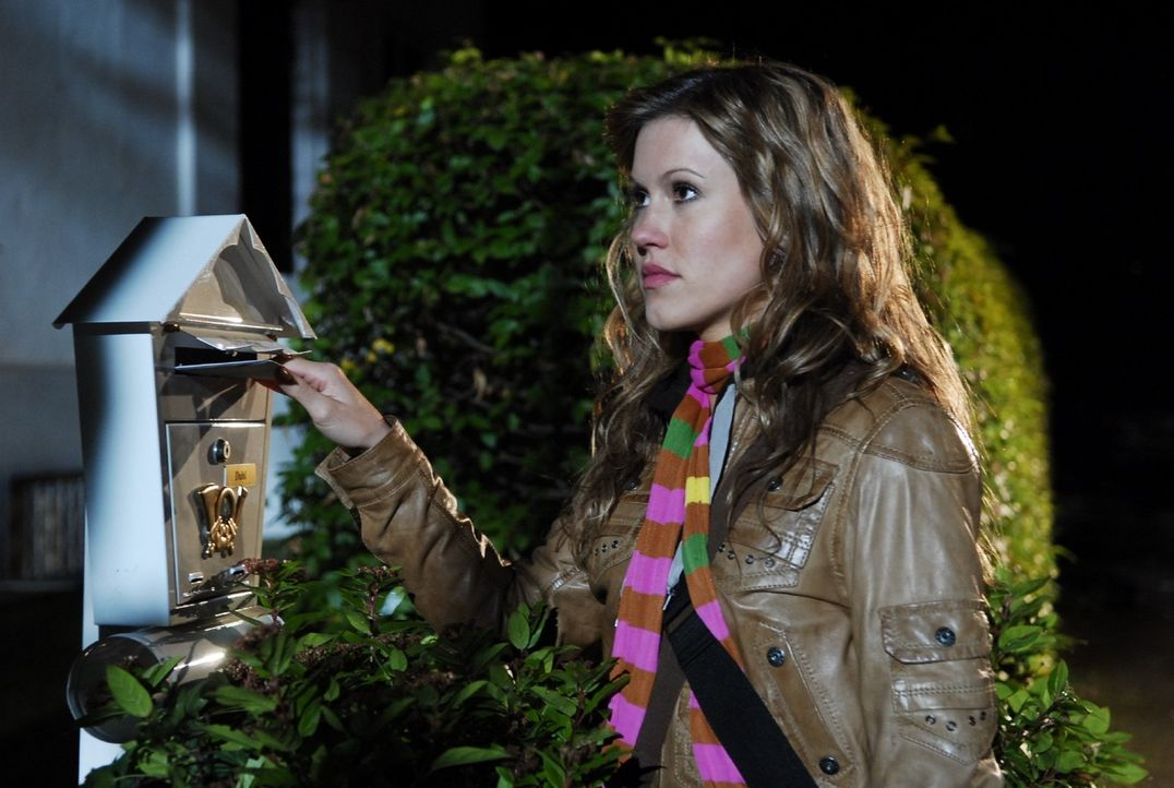 Naomi (Wolke Hegenbarth) will Sebastians Zukunft nicht im Wege stehen. Ein Abschied für immer? - Bildquelle: Nicolas Maack Sat.1