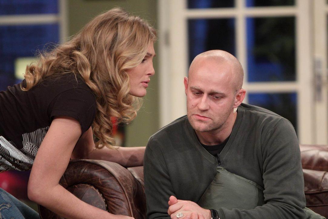 Obwohl Jürgen (r.) seiner Ex-Freundin Tanja (l.) mitgeteilt hat, dass sie nicht bei ihm wohnen kann, steht sie plötzlich vor sein Tür. Ob das zusamm... - Bildquelle: Frank Hempel SAT.1