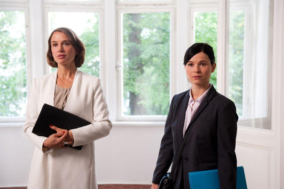 Als Fe (Nadeshda Brennicke, l.) den dringlichen Auftrag bekommt, dem exzentrischen Model Mira zu einer Wohnung in Berlin zu verhelfen, landet sie be... - Bildquelle: Maria Krumwiede SAT.1