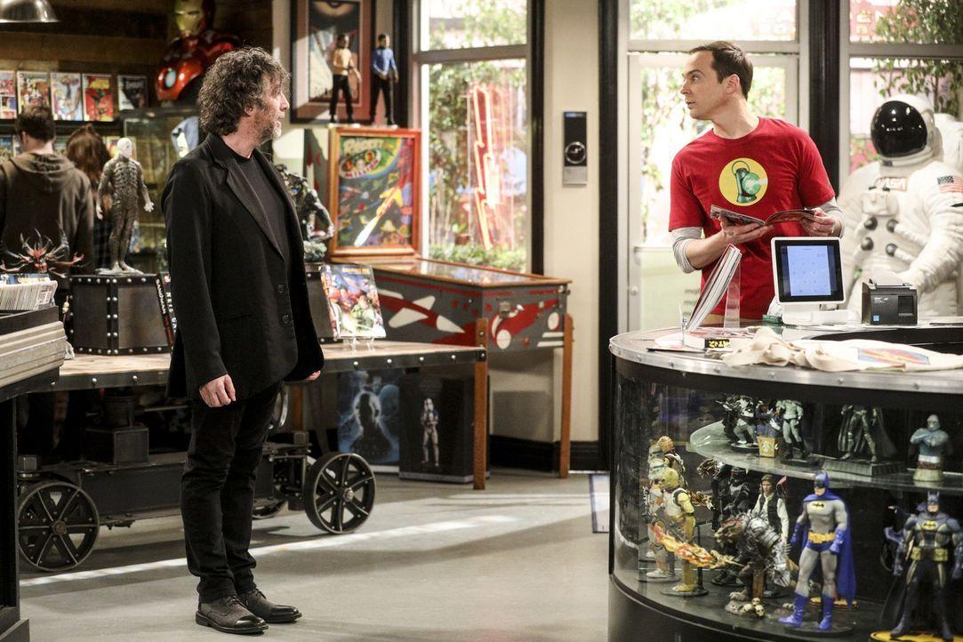 Der Autor Neil Gaiman (Neil Gaiman, l.) sorgt dafür, dass Sheldon (Jim Parsons, r.) seine Einstellung zu Comicbuchläden verändert ... - Bildquelle: Warner Bros. Television