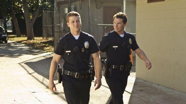 Detective Sammy Bryant (Shawn Hatosy, r.) und Officer Ben Sherman (Benjamin M...