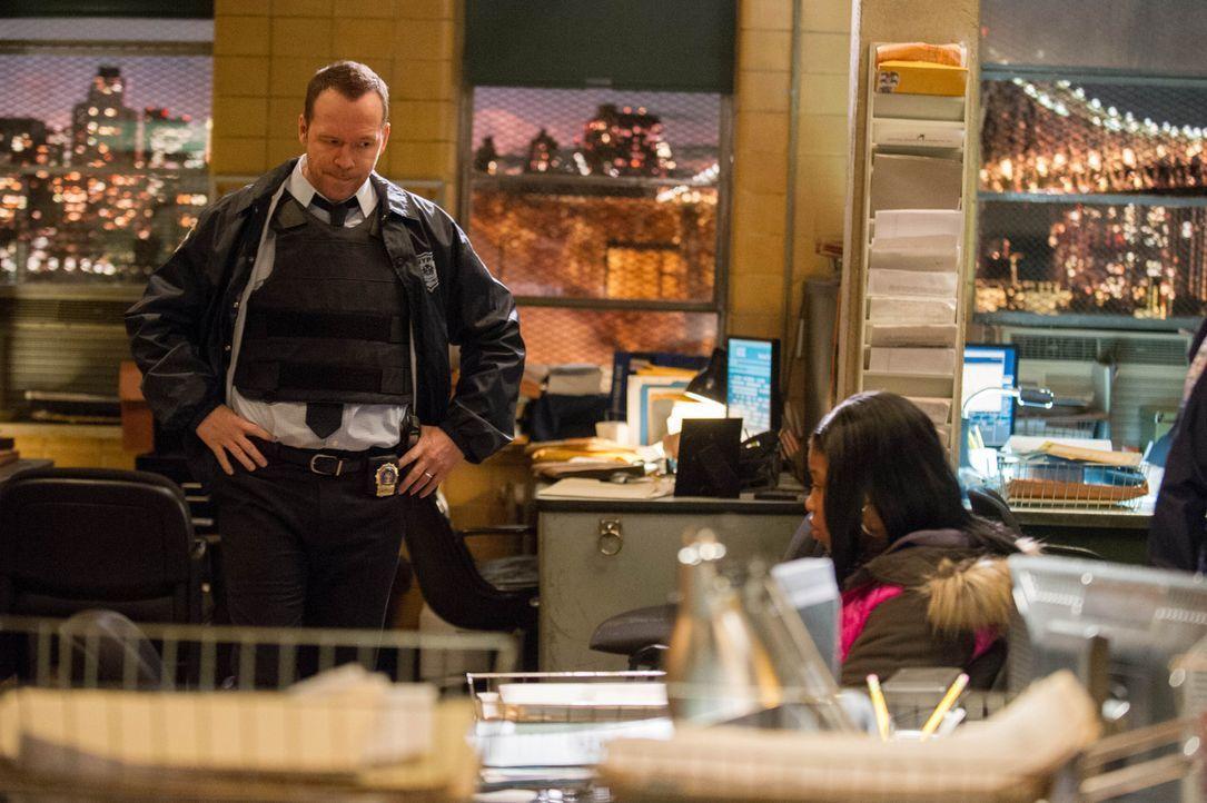 Im Rahmen eines NYPD-Programms, wird dem Detective eine Jugendliche (Dominique Fishback, r.) zugeteilt, damit die in Zukunft bessere Entscheidungen... - Bildquelle: Jeff Neira 2014 CBS Broadcasting Inc. All Rights Reserved.