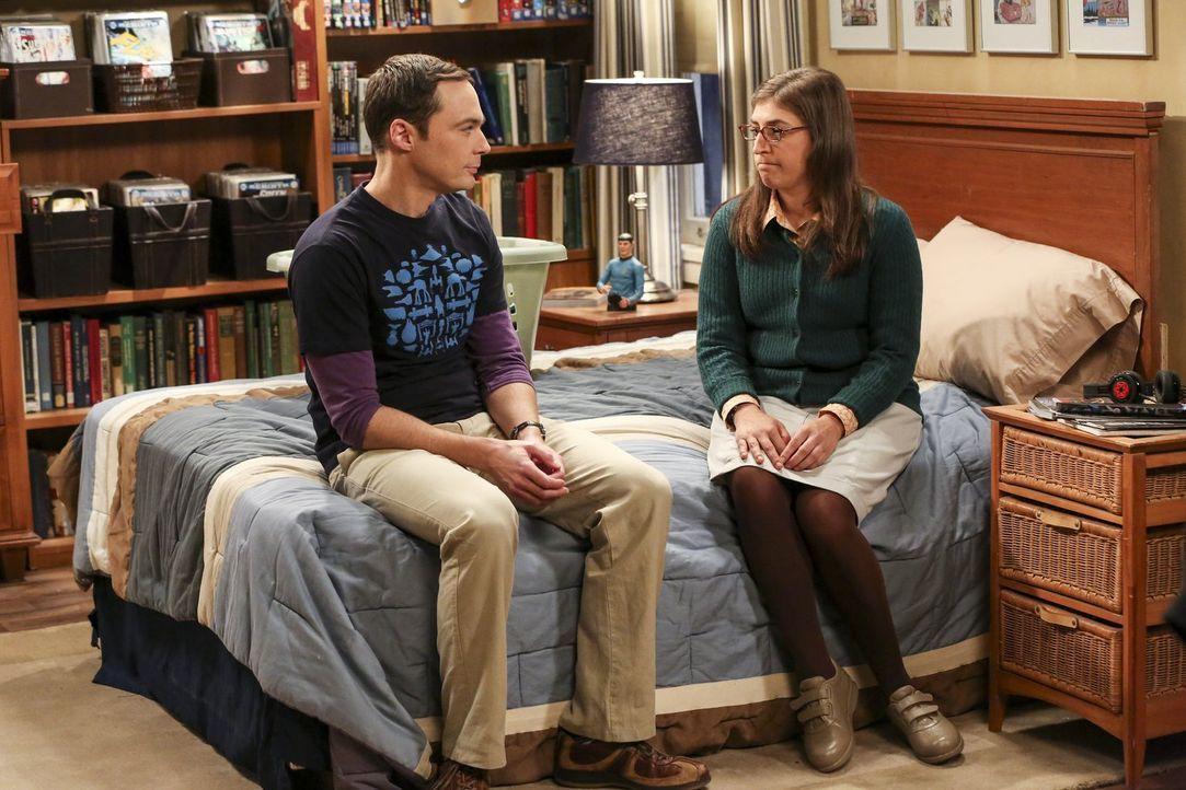 Fünf Wochen zusammen wohnen. Das bedeutet auch gemeinsam in einem Bett schlafen... Sheldon (Jim Parsons, l.) willigt ein und sieht es als wissenscha... - Bildquelle: 2016 Warner Brothers