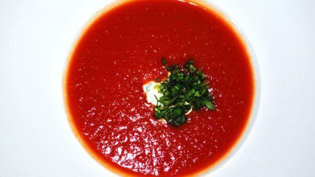 Eine frische Tomatensuppe überzeugt sogar Suppentüpen-Fans.