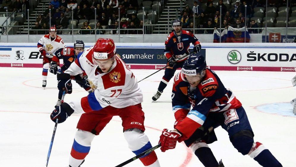 Okulow (l.) erzielt den Siegtreffer für die Russen - Bildquelle: PIXATHLONPIXATHLONSID