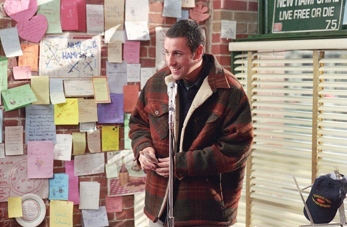 Der freundliche Mr. Deeds (Adam Sandler) führt in der ruhigen Kleinstadt Mandrake Falls ein unspektakuläres, aber zufriedenes Leben. Er leitet ein... - Bildquelle: 2003 Sony Pictures Television International. All Rights Reserved.