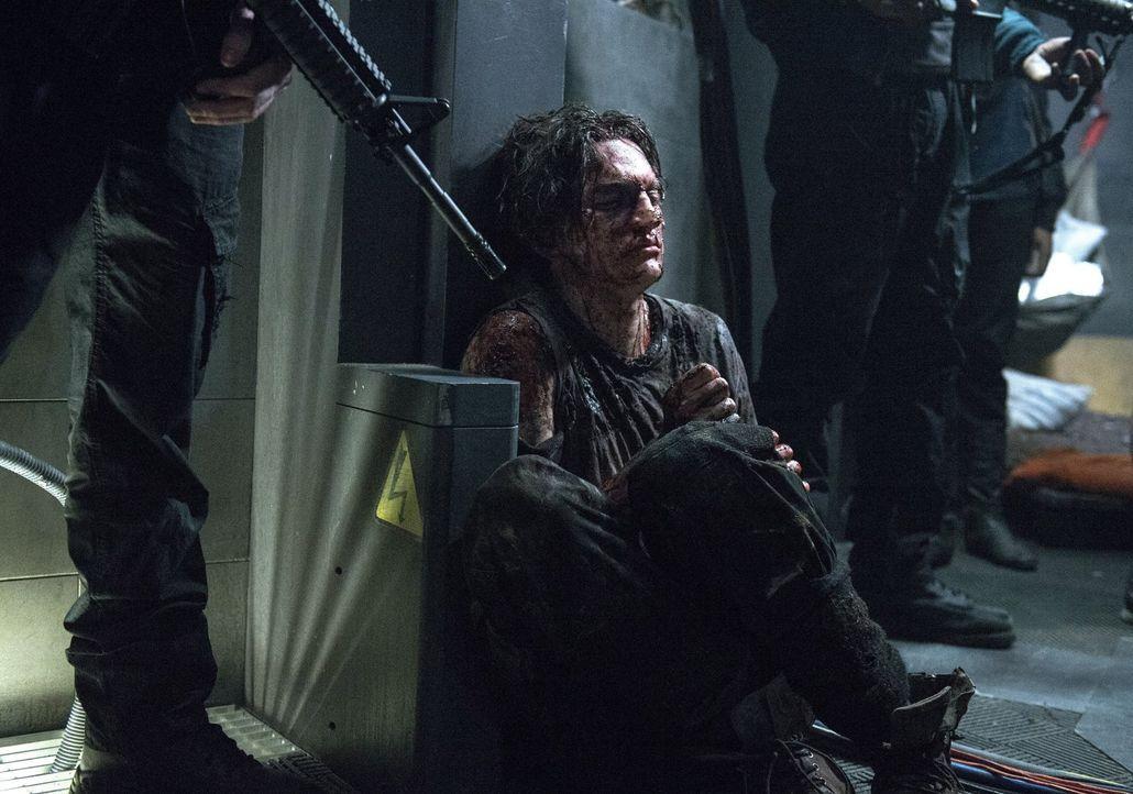 Er ist den Erdenbewohnern entkommen, aber was werden Bellamy und die andern mit Murphy (Richard Harmon) machen? - Bildquelle: Warner Brothers
