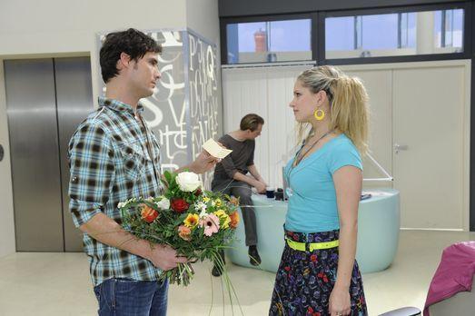 Werden Alexander (Paul Grasshoff, l.) und Mia (Josephine Schmidt, r.) zusamme...