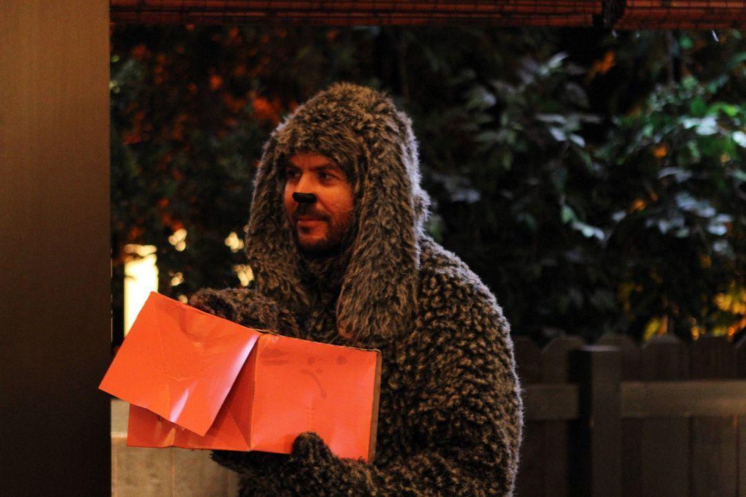 Wilfred (Jason Gann) möchte unbedingt bei dem Viererdate von Ryan, Amanda, Jenna und Drew dabei sein. Trotz Widerrede mogelt er sich ins Haus und j... - Bildquelle: 2011 FX Networks, LLC. All rights reserved.