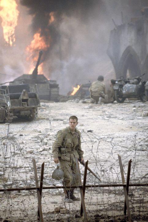Obwohl James Ryan (Matt Damon) zu den wenigen Überlebenden gehört, kann er sich über seine Rettung nicht freuen. Er fühlt sich am Tod seiner Kamerad... - Bildquelle: United International Pictures
