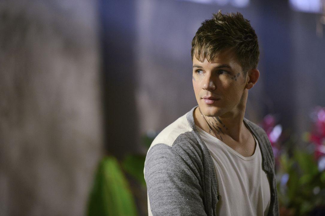 Noch ahnt Roman (Matt Lanter) nicht, dass Graysons Misstrauen den Atrians gegenüber rapide ansteigt, nachdem er Aufnahmen der Sicherheitskameras sei... - Bildquelle: 2014 The CW Network, LLC. All rights reserved.