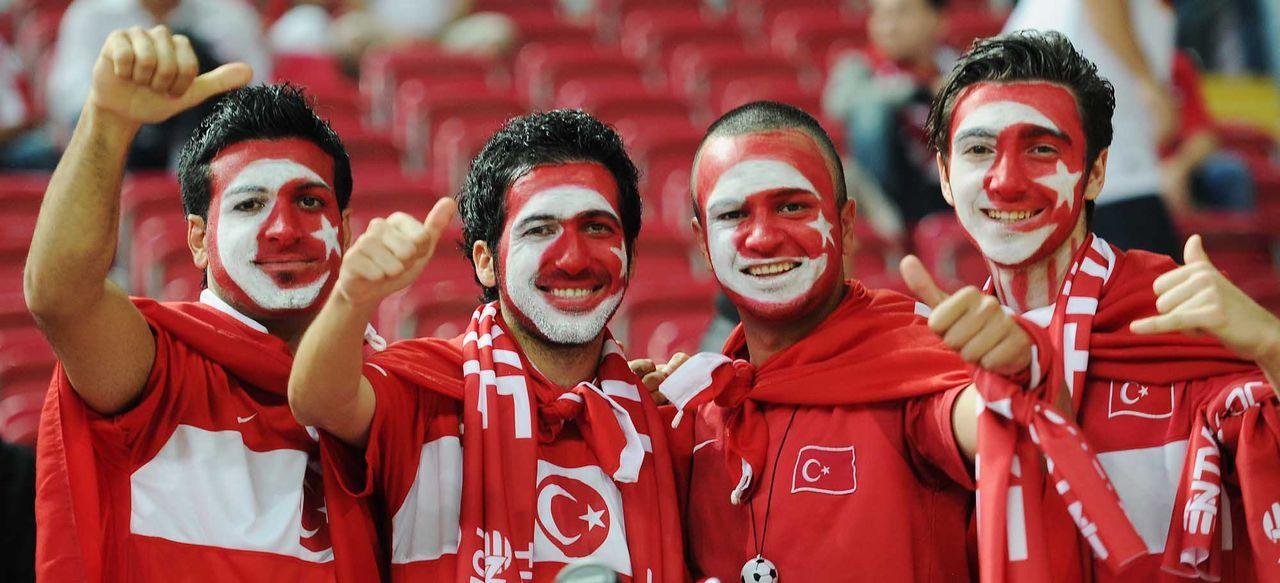 Fußball-Fan-Tuerkei-111007-dpa - Bildquelle: dpa