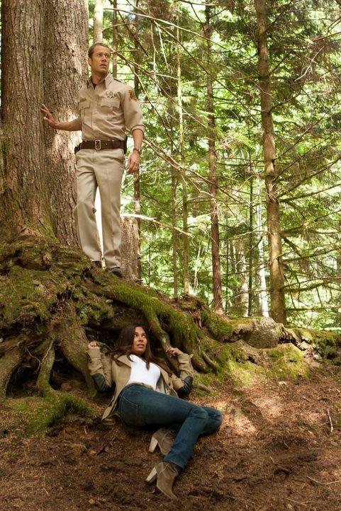 Kann Allison (Salli Richardson-Whitfield, unten) dem Klon von Jack Carter (Colin Ferguson, oben) entkommen?