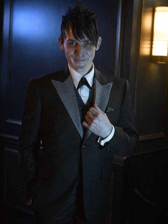 (2. Staffel) - Hat sich mit brutaler Gewalt zum größten Verbrecherkönig Gothams aufgeschwungen: Penguin (Robin Lord Taylor) ... - Bildquelle: Warner Brothers