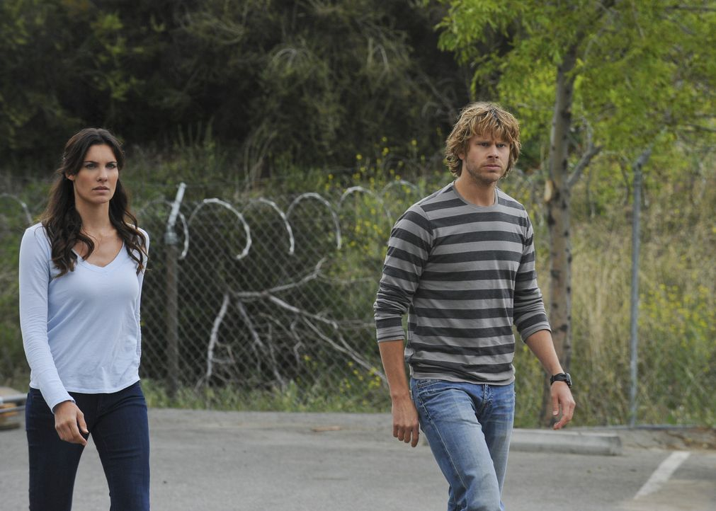 Ermitteln in einem neuen Fall: Kensi (Daniela Ruah, l.) und Deeks (Eric Christian Olsen, r.) ... - Bildquelle: CBS Studios Inc. All Rights Reserved.