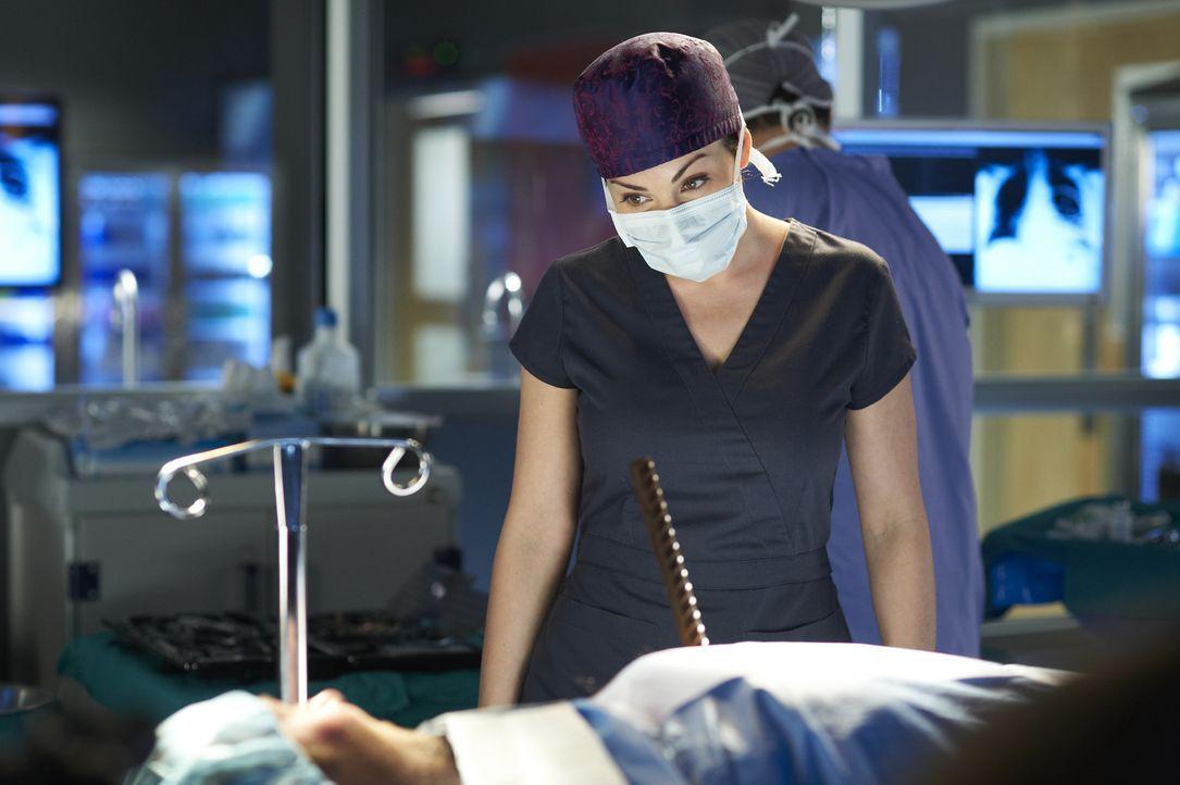 Kann Dr. Alex Reid (Erica Durance) ihrem Patienten helfen? Er hat sein Gedächtnis verloren und ist völlig verzweifelt ... - Bildquelle: 2012  Hope Zee One Inc.