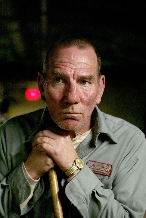 Ein völlig undurchsichtiger Hausmeister (Pete Postlethwaite) kann oder will Dahlia nicht helfen ... - Bildquelle: Buena Vista Pictures