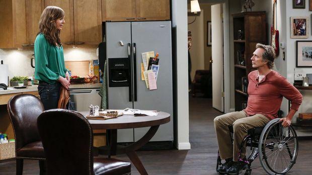 Als Bonnie (Allison Janney, l.) mitkriegt wie Adam (William Fichtner, r.) hei...