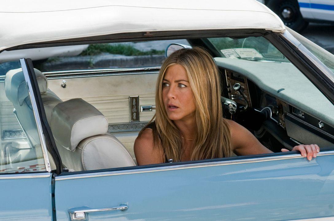 Die Enthüllungsjournalistin Nicole Hurly (Jennifer Aniston) verfolgt gerade eine Heiße Spur in einem Mordfall, als ihr Ex, der Kautions-Cop Milo ver... - Bildquelle: 2010 Columbia Pictures Industries, Inc. and Beverly Blvd LLC. All Rights Reserved.