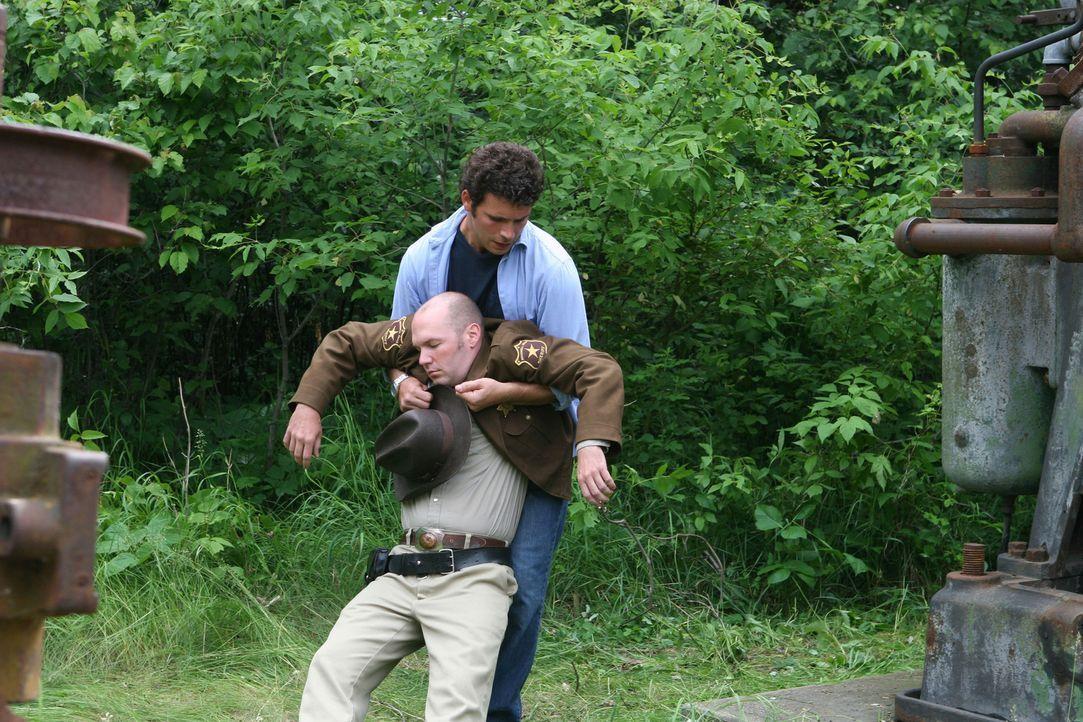 Es gelingt Steve (Jeremy Sisto, hinten), den Fängen seines Peinigers (Fred Durst, vorne) zu entkommen und Courtney zu befreien. Doch das Glück währt... - Bildquelle: Sony 2007 CPT Holdings, Inc.  All Rights Reserved