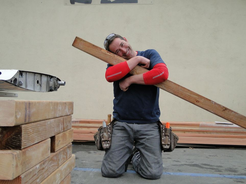 Trotz des extremen Termindrucks muss auch Mal Zeit für Spaß sein: Josh Temple ... - Bildquelle: 2012, DIY Network/Scripps Networks, LLC.  All Rights Reserved