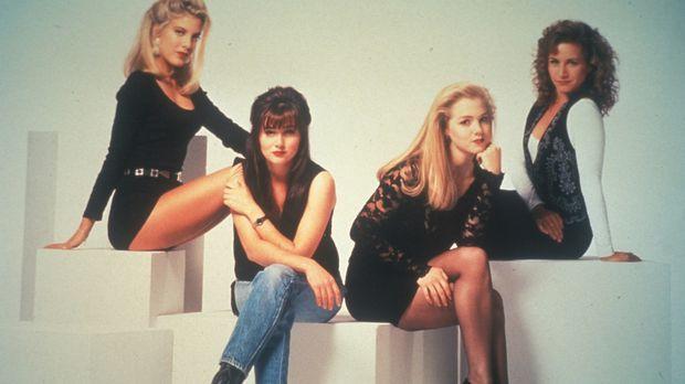 (3. Staffel) - Zwischen Donna (Tori Spelling, l.), Brenda (Shannen Doherty, 2...