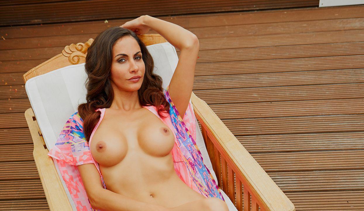 Janina Youssefian - Bildquelle: Marc Collins, Mandarinemedia für Playboy September 2014