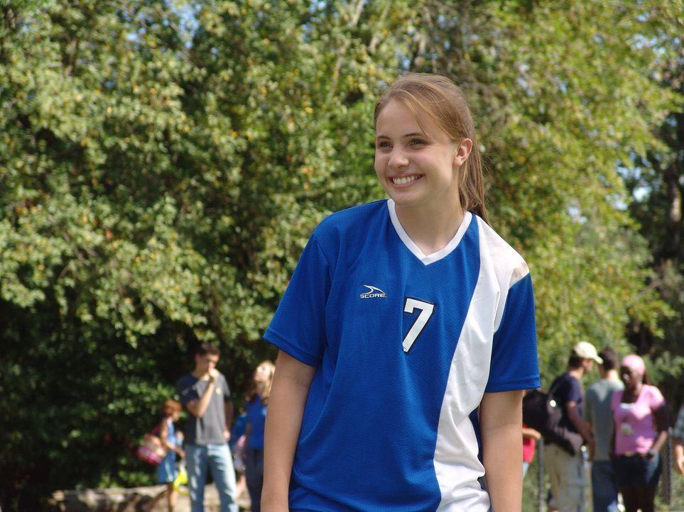 Dank ihres Vaters die Beste ihres Alters: Fußballspielerin Sara (Leah Pipes) ... - Bildquelle: Showcase Entertainment